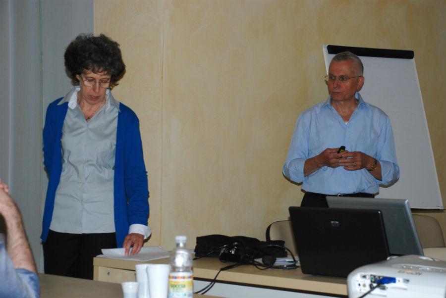 Julie Day tulkkaa Luigi Steccon luentoa kesäkuu 2011 Thiene